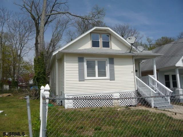 Remodeled 1 year age,  New flooring, kitchen and bathroom upgrades,  Family room, living room, finis