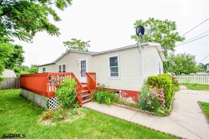 PRICED TO SELL!! Great 3 bedroom, 2 bathroom rancher next to the BIKE PATH! Family-friendly communit