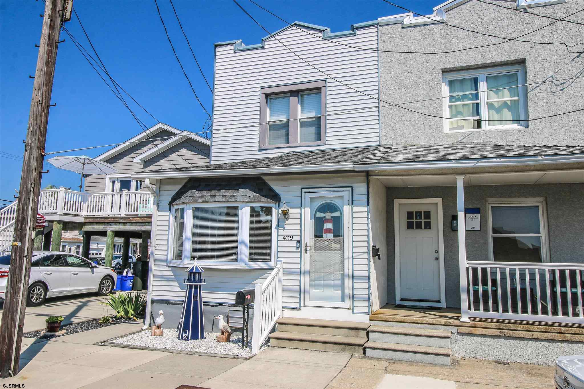 This lovely town home in Chelsea Heights is not going to last long ! The home sits across the street