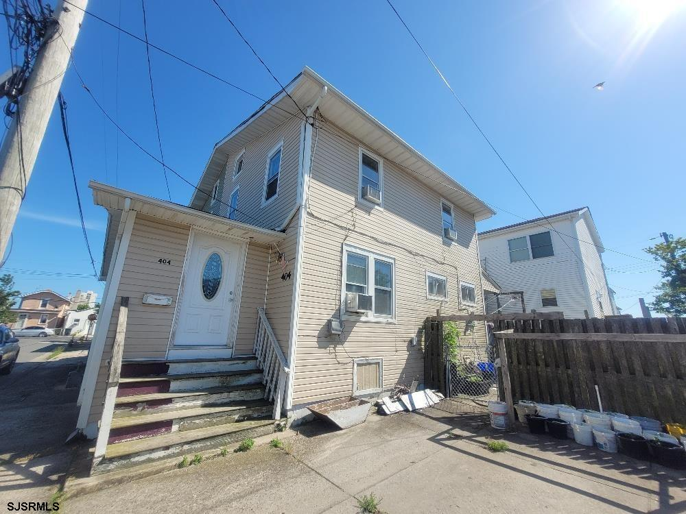 Recently renovated 3 bedroom one and a half bathroom home in Chelsea Heights with drive way and yard