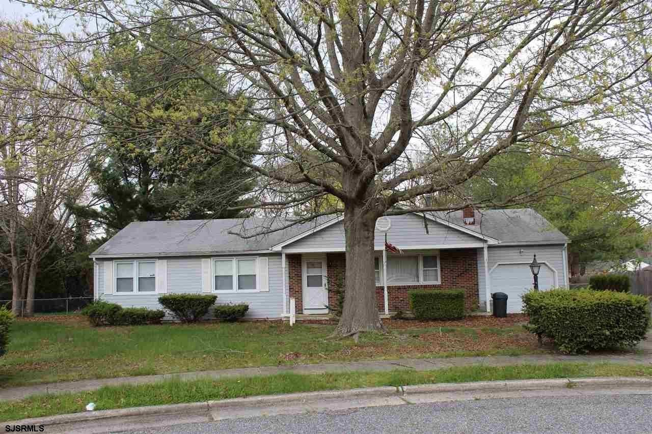 Great location in a beautiful neighborhood close to everything! Situated on a quiet cul-de-sac this