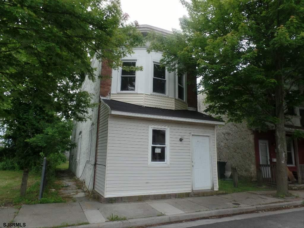 SPACIOUS, 2 Story Brick Home, 3 Bedroom/2 Bath in a Central Location of Atlantic City, ready for ren