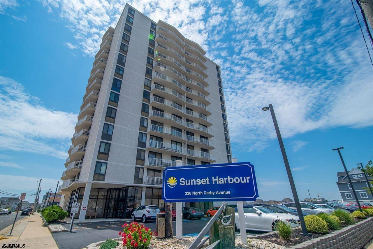 recently renovated 2 Bed 2 bath condo with gorgeous views. Washer and Dryer included in unit, and ac
