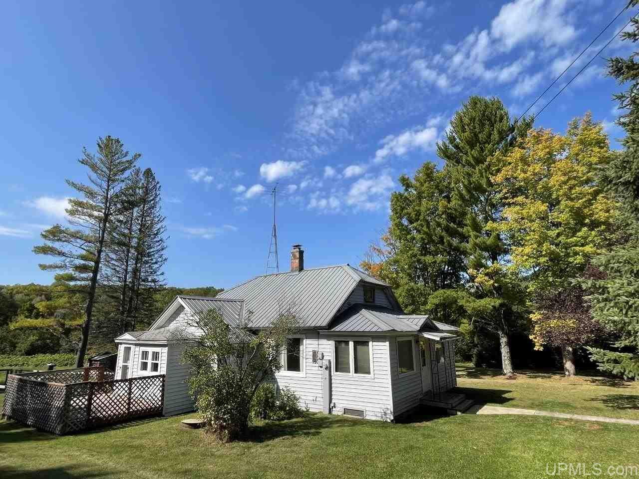 45895 Paradise Rd, Chassell, MI 49916
