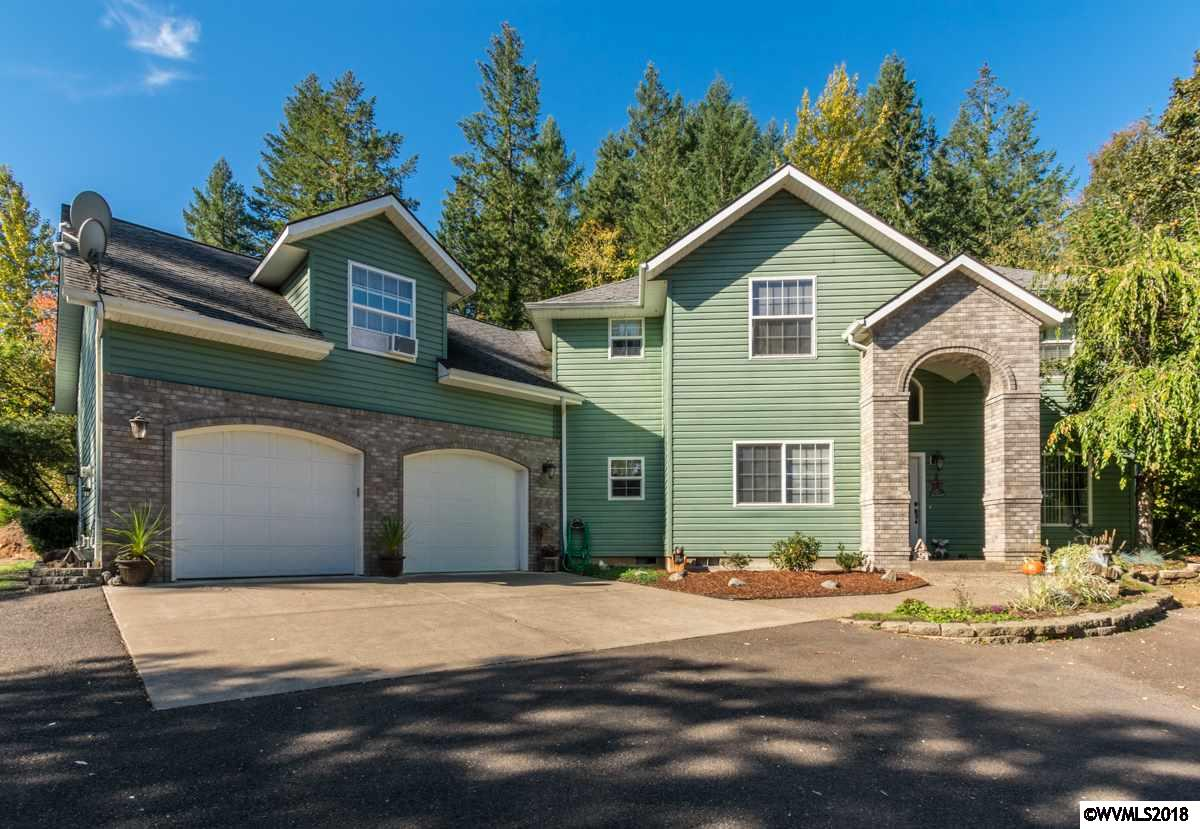 Country estate nestled on a 2.6 acre lot next to Pineway Golf. 3,394 SF built in 1996 w/ 4 bed,2.5 bath. Master suite bay window, walk in closet, &master bath w/ jetted tub&shower! Tile counters in kitchen, gas range, built in microwave open to breakfast nook& family room. Skylights, central vac, built in cabinets,& bamboo floors&tile throughout! Huge laundry rm tons of storage & laundry shoot. Formal living&dining rm plus a bonus rm for crafts! 1,728 SF Shop 48x36 concrete, 220 pwr, &20' concrete apron!