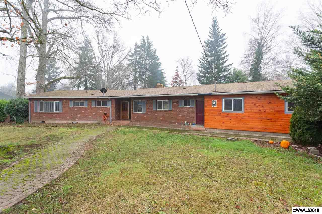 1110 W Hayes Woodburn, OR 97071