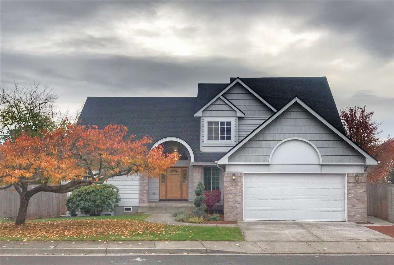 Accepted Offer with Contingencies. Desired NW Corvallis, Timberhill neighborhood beautiful home features beautifully updated kitchen, new carpet throughout , newly updated bathrooms and roof in 2019, formal dining, den and large covered deck. Come and appreciate the main floor master suite with updated master bath & the daylight basement features a 2nd mster/ guest suite and LRG family/ multipurpose area. This 4 bd/3.5 bath home is complete with southern exposure and a large backyard with newer fencing, dog run, fruit trees, and garden beds.