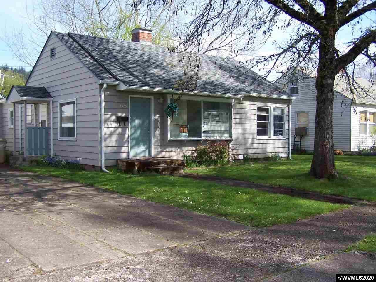 Perfect starter home for the first time buyer! Great investment or downsizing home. Situated on nice flat lot. Nice cottage style and charm with a wonderful layout, nice large rooms with open feeling. Charming with character, a great place to call your home.