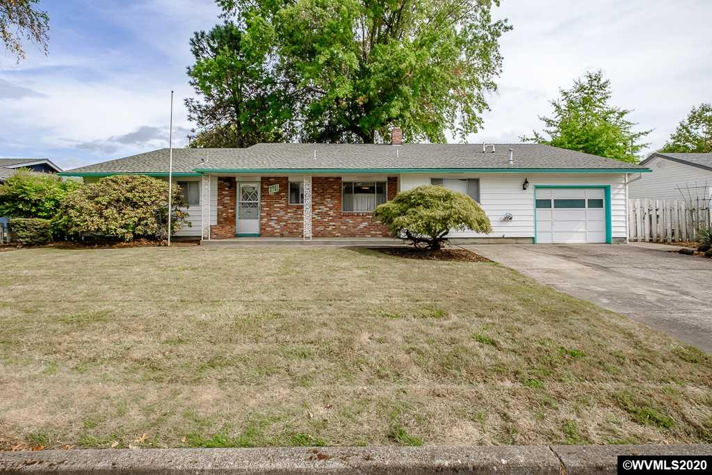 Located in an established SE area. 3 bedroom, 2 bath home with lots of potential. Landscaped back yard with grapes and fruit trees. Family room with abundance of cabinets. A collectors dreams to display.
