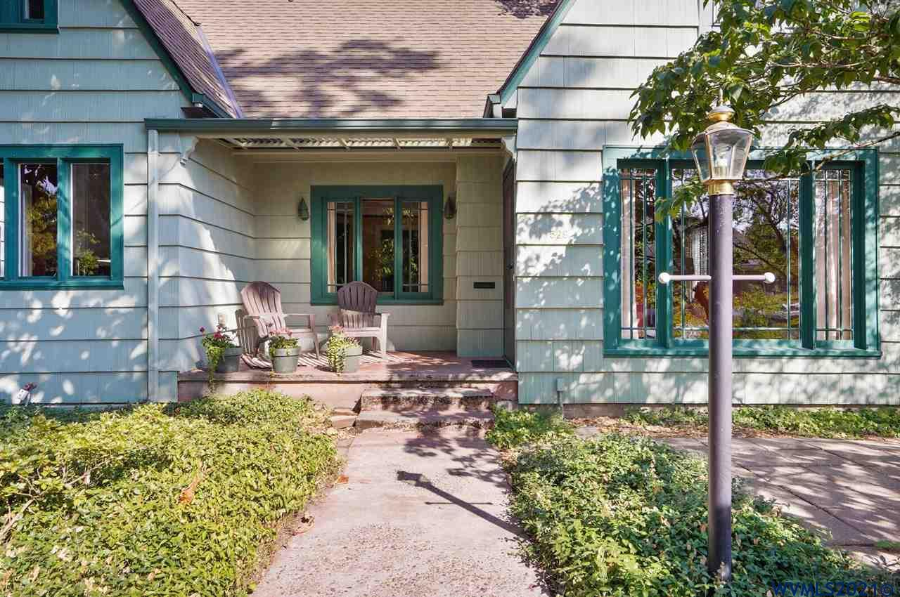 Close to OSU & downtown Corvallis. Charming 1930's features with a gas fireplace in Lrg LR with hardwood floors. The vintage style kitchen has crown molding, built in bench/ breakfast nook, & great storage w/ white cabinetry. Two Bdrms & one full Ba on main level & three bdrms & full Ba on 2nd floor. Full basement is an addtl 952 sq ft. Easy maintenance landscape w/ two patios.