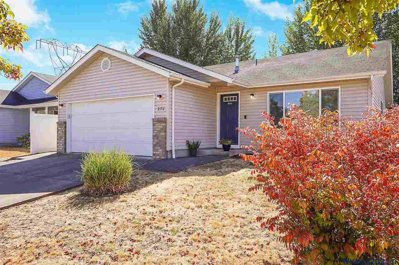 This well maintained home in Southeast Albany is a must visit!  Open great room provides ample natural light throughout, illuminating the new laminate floors installed in 2019.  Multiple parks available within a half mile, including the track & field at South Albany High School and the Albany Community pool.