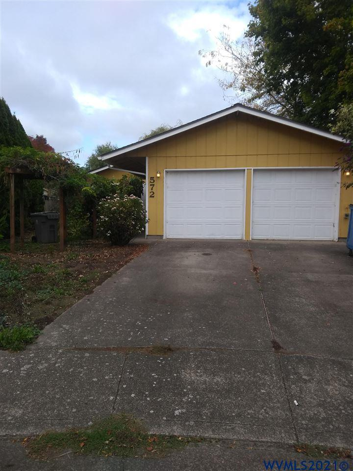 """Well maintained 3 bedroom/2 bath home in SE Corvallis on a cul-de-sac. Home features newer kitchen appliances and a covered patio with a """"cob oven"""".  Back yard is fully fenced with a garden area, a fig tree and an Italian plum tree. Both front and back yards have mature grapes."""